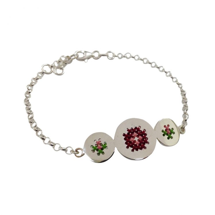 Embroidery bracelet roses